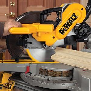 DEWALT DW717 cutting base molding