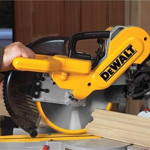 DEWALT DW717 cutting action